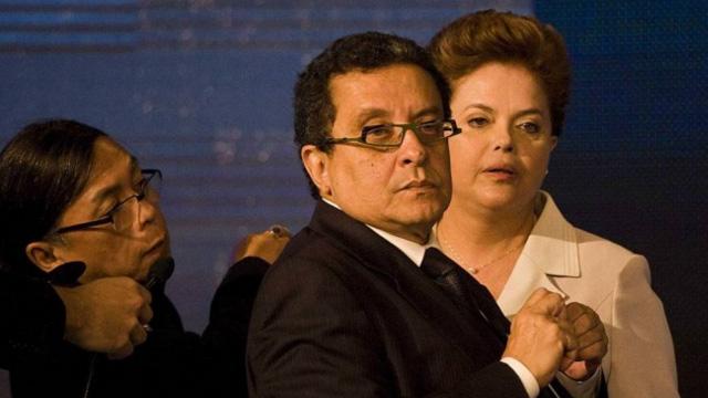 João Santana e Dilma, durante o intervalo do primeiro debate na campanha presidencial de 2010 - Marlene Bergamo/Folhapress/10-10-2010