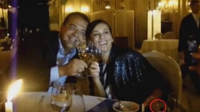 Sérgio Cabral e a mulher Adriana Ancelmo com o anel de R$ 800 mil pago pelo empreiteiro Fernando Cavendish, em jantar em Mônaco